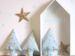 HOCHET SAPIN: Chambre d'enfants de style  par Bella Cicci