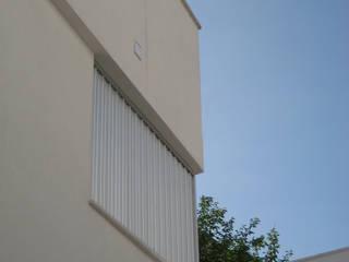 arquitectura: Casas de estilo moderno de Arquitectura e Interiorismo en Cadiz