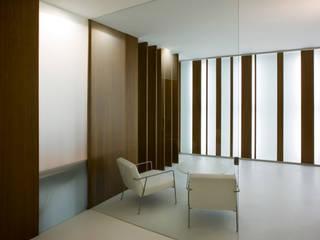 mobiliario: Pasillos y vestíbulos de estilo  de Arquitectura e Interiorismo en Cadiz