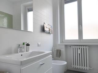 Vista del bagno: Case in stile in stile Scandinavo di Reggiani Davide Architetto