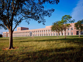Shepherd School of Music:  de estilo  de Ricardo Bofill Taller de Arquitectura