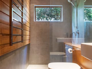 Marine Parade Dorrington Atcheson Architects Modern style bathrooms