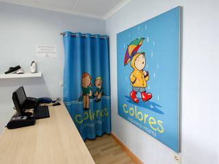 Zapatería Colores Oficinas y tiendas de estilo ecléctico de PREGON.net Ecléctico