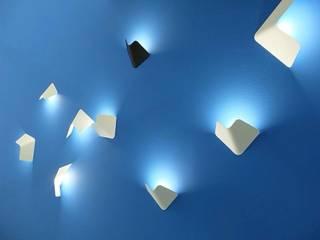 Fly wall lamp voor TossB :   door Peter van de Water
