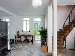 RENOVATION LOURDE ET ECOLOGIQUE // MAISON par apie architectes