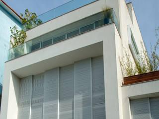 Mirante House 現代房屋設計點子、靈感 & 圖片 根據 Gisele Taranto Arquitetura 現代風