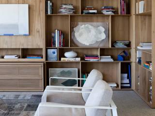 Mirante House: Salas de estar  por Gisele Taranto Arquitetura,Moderno