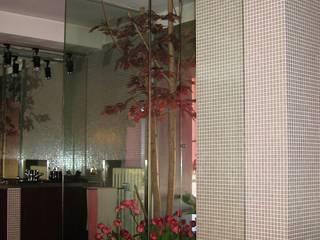 Particolare bagno serra:  in stile  di Gianni Maria Giaccone