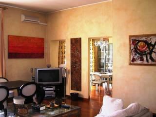 soggiorno - vista sulla cucina -:  in stile  di Gianni Maria Giaccone