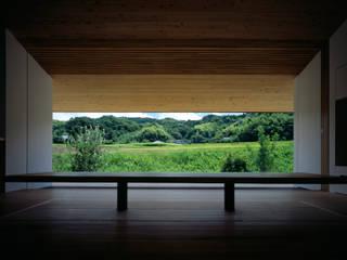Cửa sổ & cửa ra vào phong cách hiện đại bởi 石井秀樹建築設計事務所 Hiện đại