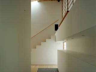 Hành lang, sảnh & cầu thang phong cách hiện đại bởi 石井秀樹建築設計事務所 Hiện đại