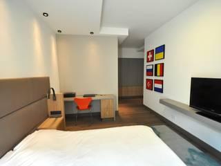 Appartement Amsterdam:  Slaapkamer door Bobarchitectuur