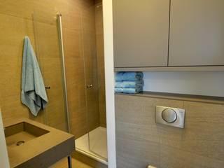 Appartement Amsterdam:  Badkamer door Bobarchitectuur, Minimalistisch