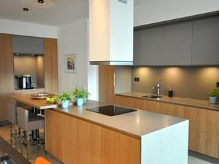 Appartement Amsterdam: minimalistische Keuken door Bobarchitectuur