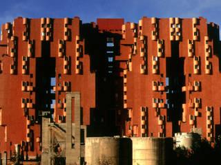 Walden 7:  de estilo  de Ricardo Bofill Taller de Arquitectura