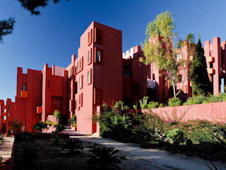 La Muralla Roja:  de estilo  de Ricardo Bofill Taller de Arquitectura