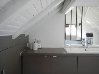 Villa Clamart: Chambre de style  par Mesdemoiselles Design,
