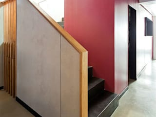 ACABADOMATE Modern Corridor, Hallway and Staircase