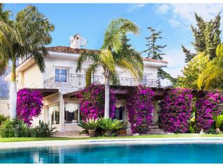 Villa en Marbella:  de estilo  de Luxury Homes Andalusia