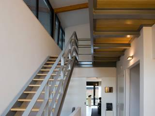 Villa's Bilthoven:  Gang en hal door Cita architecten