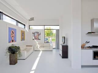 Villa Nieuw Oosteinde:  Woonkamer door Engel Architecten, Modern