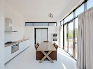 Villa Nieuw Oosteinde:  Keuken door Engel Architecten, Modern