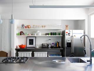 ANTONIO CARLOS RESIDENCE Mauricio Arruda Design Кухня