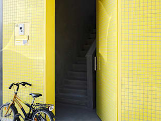 S-House:  Ramen door VMX Architects, Modern