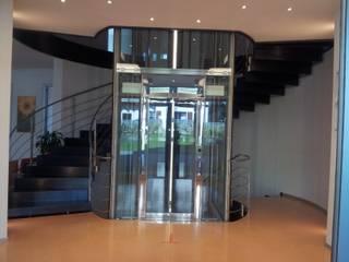 Hành lang & hành lang & cầu thang bởi stefania wegher architetto