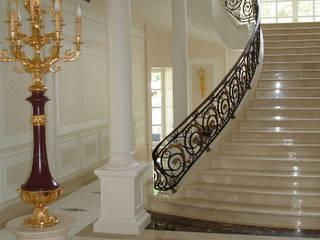 Luxury Design - Ville - Private Residence:  in stile  di DECORMARMI SRL