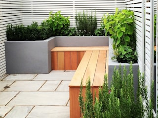Small back garden design Сад в стиле модерн от homify Модерн