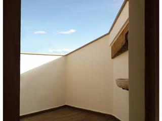 casa Di Donato: Terrazza in stile  di architetto alessandro condorelli