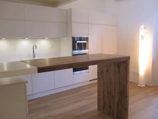 casa Cerofolini: Cucina in stile in stile Moderno di architetto alessandro condorelli