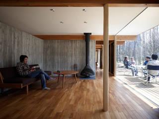 Modern living room by すわ製作所 Modern