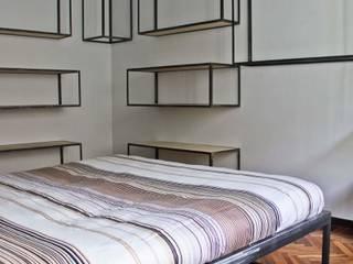 IW1114 serie - mensola e appenderia modulari :  in stile industriale di cristina leone architetto, Industrial