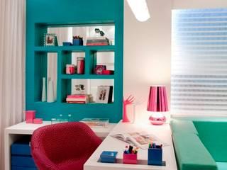 Moderner Multimedia-Raum von Cristine V. Angelo Boing e Fernanda Carlin da Silva Modern
