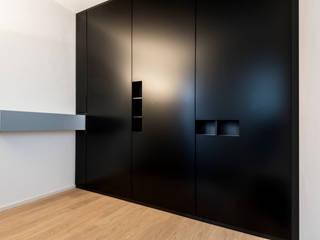 Dressing room by BESPOKE GmbH // Interior Design & Production, Modern