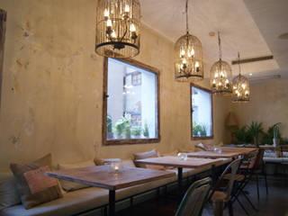Restaurante Corinto: Comedores de estilo  de BLAKINTERIORISMO,S.L.
