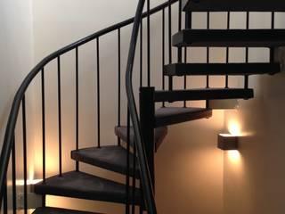 escalier: Maisons de style  par MIS EN CHANTIER