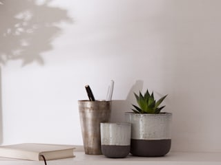 dip glaze ceramic planters: minimalist  by Fate London, Minimalist