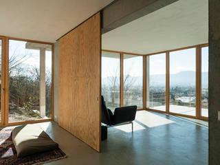 Wohnhaus am Hang, Wyhlen:  Fenster von GIAN SALIS ARCHITEKT