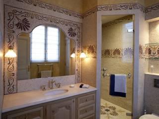 Salle de bains - Création originale:  de style  par SIENNA MOSAICA