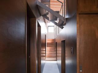 前原尚貴建築設計事務所/Naotaka Maehara Architectural Design Office Modern Corridor, Hallway and Staircase