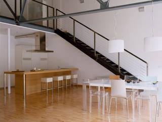 Loft Bianco: Soggiorno in stile  di Paola Maré Interior Designer, Industrial