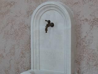 Fontaine murale en pierre taillée main par Alexandre Marque Taille de pierre Classique