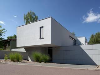 Haus K. in Kröllwitz: moderne Häuser von däschler architekten & ingenieure