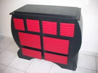 Commode en rouge et noir:  de style  par Maëla Design