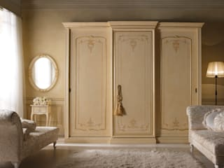 Borgo Pitti BedroomWardrobes & closets