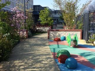 OCEAN VERT - JARDIN THERAPEUTIQUE: Jardin de style de style Moderne par ZENOBIA Atelier de Paysage et d'Urbanisme