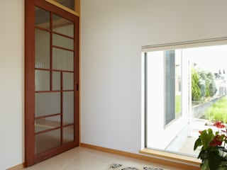 ATELIER TAMA Eclectic style windows & doors